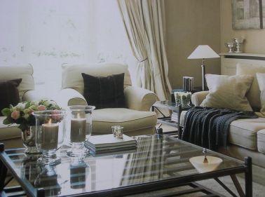 rustige woonkamer in roomwit