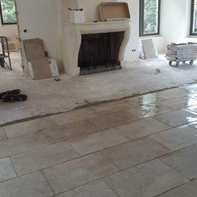 Landelijke vloer van keramische tegels